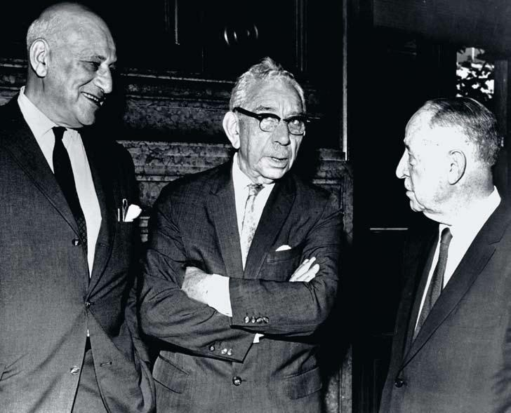 (Left to right) Drs. Oppenheimer, Crohn & Ginzburg WHAT S IN A NAME? There is perhaps no name more associated with Mount Sinai s leadership in gastroenterology then that of Burrill B. Crohn. But, the controversy that surrounded his most famous discovery could well have led to another name rising to prominence.