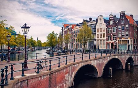 12th century, Amsterdam became one of the most