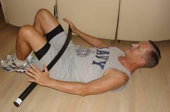 While exhaling, draw the abdominals tightly inwards and press forward on bar as the spine is curled forward into an abdominal crunch.