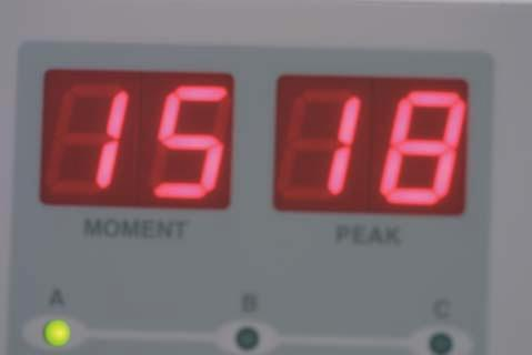 UseoftheDIAGNOdentindaily clinical practice Figure 1: DIAGNOdent showing real time and maximum (peak) digital display.