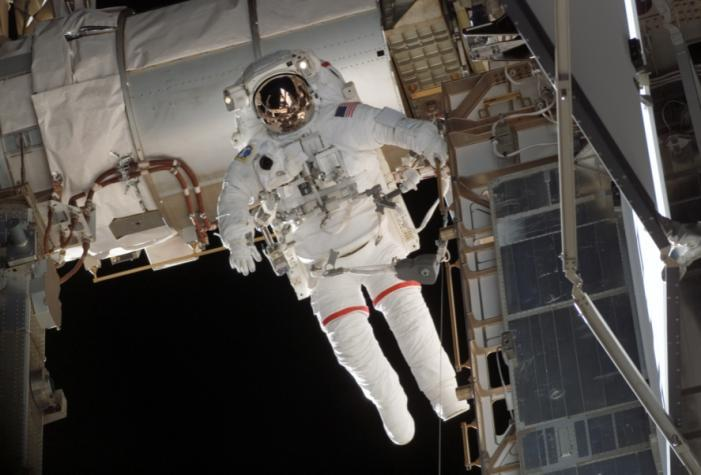 Preliminary Ergonomic Evaluation Methods for the Extravehicular Mobility Unit (EMU) Biomedical Research and Environmental Sciences Division Human Health and