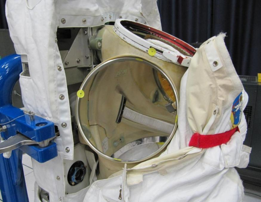 EMU Suit-Body Clearance at