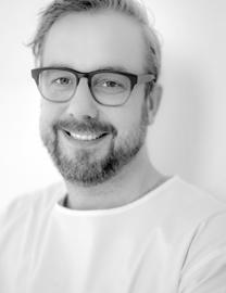 Ragnarsson currently runs a private practice in Reykjavik, Iceland limited to Endodontology and is a Senior Lecturer at the University of Iceland. Dr.